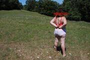 Photos de la lingerie de Carouso, deshabillage dans le pré