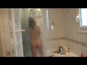 Videos de la fellation de Lisasparrow35, Sous la douche